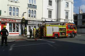 UPDATE: Building fire shuts Southampton road