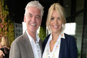 This Morning viewers in fits of giggles as artist paints Holly Willoughby and Phillip Schofield's portrait with his privates