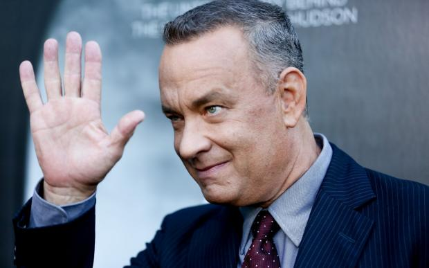 Tom Hanks posed for a couple's wedding photos